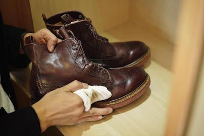 Image result for sepatu boot merawat