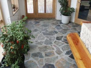 Tips Mudah Merawat Lantai Batu Alam Dengan Poles Lantai Batu
