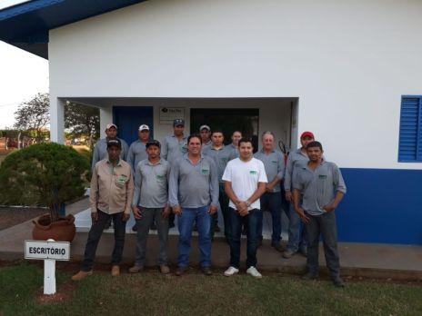 Equipe de profissionais que atuam na Fazenda Irmãos Garcia.