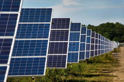 The Long Island Solar Farm in New York State powers 4,500 homes. © Brookhaven National Laboratory