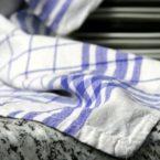 Οι πετσέτες κουζίνας «μπορούν να προκαλέσουν τροφική δηλητηρίαση»