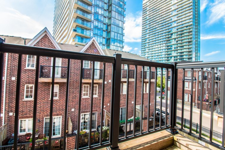 99TheQueensway#42_023