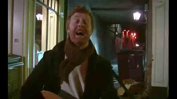 Glen Hansard on Grafton Street in movie Once