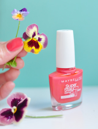 Corail: le vernis Red Hot Getaway de Maybelline
