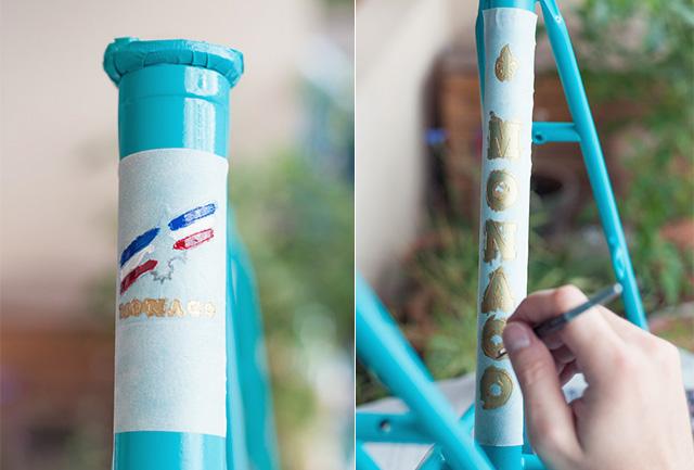Des pochoirs pour reproduire le logo du vélo vintage - et garder son caractère