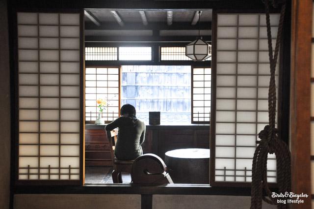 Visite à Kyoto: La maison japonaise de l'artiste Kawai KANJIRO, une occasion d'entrer dans une maison traditionnelle lors d'un voyage au Japon. Sur le blog voyage & lifestyle amoureux du Japon Birds & Bicycles