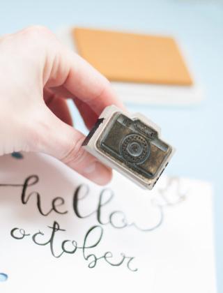 Matériel pour scrapbooker: tampon appareil photo