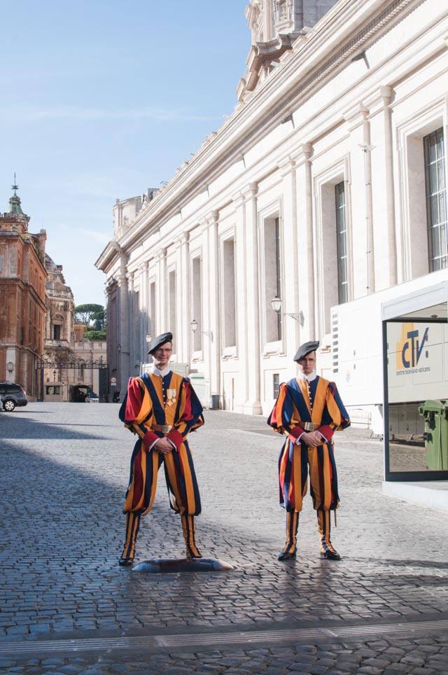 Les gardes suisses au Vatican - Crédit Birds & Bicycles