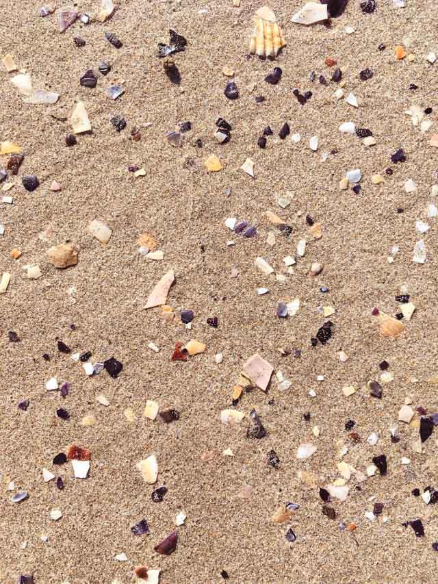 Les pieds dans le sable au Grau du Roi - sur la plage au Sud de la France