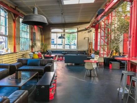Un ancien entrepôt de tram devenu bar à Bâle (ville suisse)