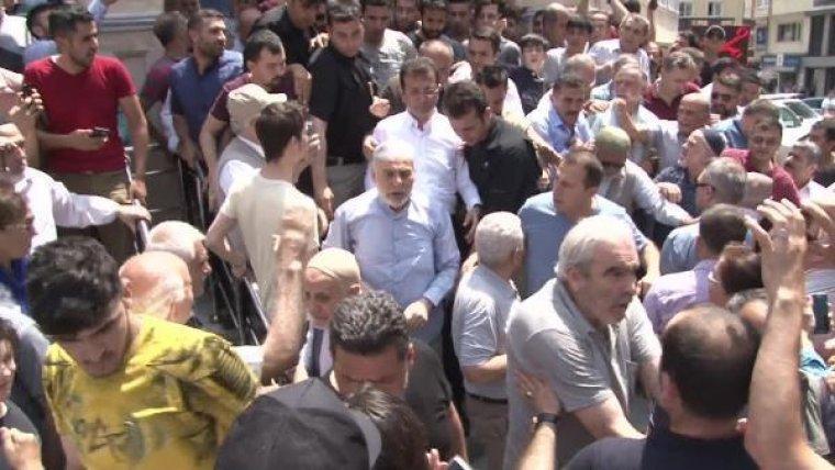 Ekrem İmamoğlu'na Cuma Namazı sonrası tatsız provokasyon