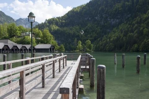 Bild: Am Königssee bei Berchtesgaden. NIKON D90 mit AF-S DX NIKKOR 18-200 mm 1:3,5-5,6G ED VR Ⅱ.