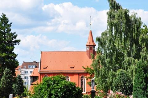 Bild: Auf dem historischen Johannisfriedhof zu Nürnberg. Aufnahme mit NIKON D90 und Objektiv AF-S DX NIKKOR 18-105 mm 1:3,5-5,6G ED VR. ISO 200 - Brennweite 45 mm (KB äquiv. 69 mm) - 1/320s - f/9.