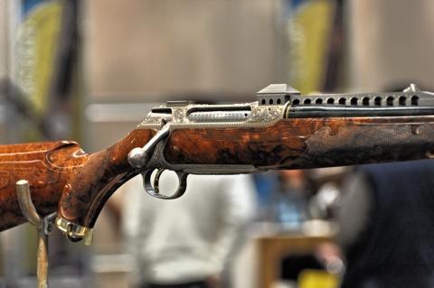 Bild: Nicht gerade schlicht aber zweifellos ein Gesamtkunstwerk - Jagdrepetierer SAUER S 202 GLADIATOR für satte 235.000,- EURO.