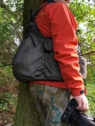 Bild: Der Tragegurt oder Rödelriemen als bequem zu tragende Aufnahme der Fotoausrüstung.