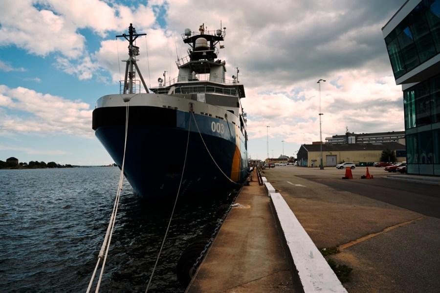 Bild: Schiff der Küstenwache im Hafen von Karlskrona. NIKON D700 mit AF-S NIKKOR 24-120 mm 1:4G ED VR.