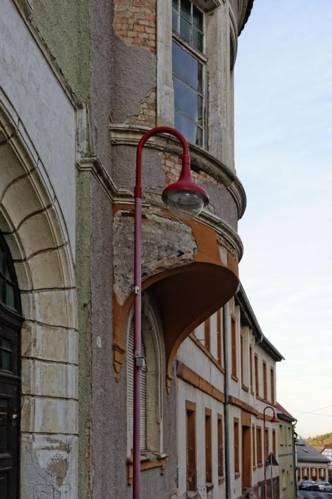 "Bild: An der ehemaligen Oberschule ""OSKAR SCHNELLER"" ins Mansfeld. NIKON D700 mit CARL ZEISS Distagon T* 1.4/35 ZF.2."