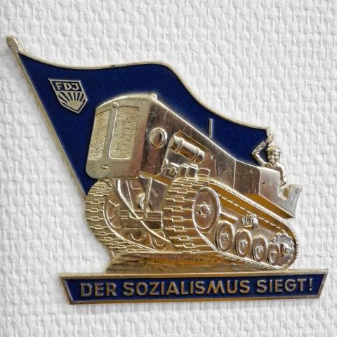 Bild: Exponat im Heimat- und Marinemuseum in in Dranske auf der Insel Rügen. Letztendlich hat der Sozialismus nicht gesiegt. Klicken Sie auf da Bild um es zu vergrößern.