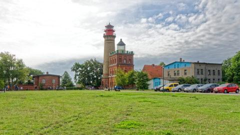 Bild: Die beiden Leuchttürme auf dem Kap Arkona auf der Insel Rügen. Im Vordergrund der kleinere Schinkelturm, der im Jahre 1828 in Betrieb genommen wurde. Architekt war Karl Friedrich Schinkel. Klicken Sie auf das Bild um es zu vergrößern.