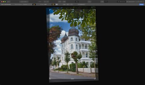 Bild: Skylum Luminar 4. Es gibt keine Verzeichniskorrekturen für Objektivkorrekturen und auch stürzende Linien lassen sich nicht korrigieren. Das Bild kann nur rotiert werden. Klicken Sie auf das Bild um es zu vergrößern.