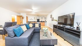 First Stay Apartments - The West Suite Birmingam