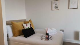 Very Central 2 Mins To Canals 17Th Floor City View - Studio Apartment Birmingam