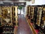 伝統的な金仏壇も販売しています