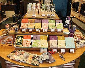 京都の香の老舗、松栄堂の線香も各種取り扱っています。
