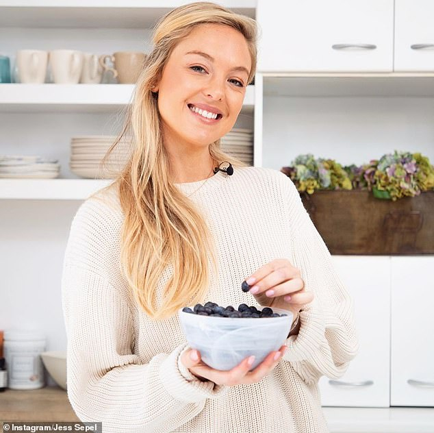 Coming home from a supermarket, Jessica (pictured) said it was time to do some prep;  She likes to do things that can be used in a number of different ways, such as:  B. a batch of roasted vegetables