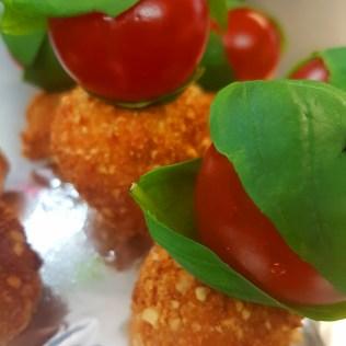 Mini Brochette Tomates Mozza Panée Basilic