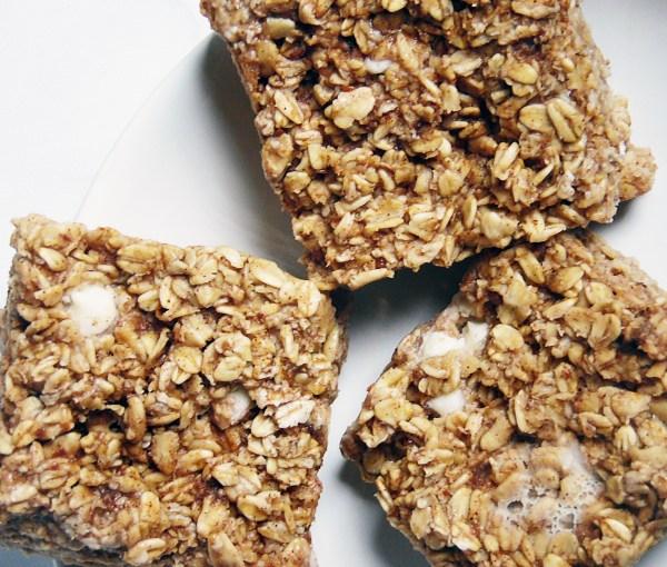 Banana Bread Baked Oatmeal – For Breastfeeding Mamas (and Everyone Else!)