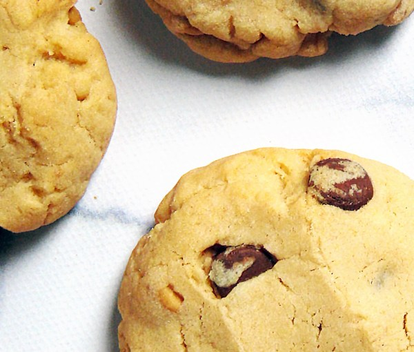 Chewy Peanut Butter Chocolate Chip Cookies