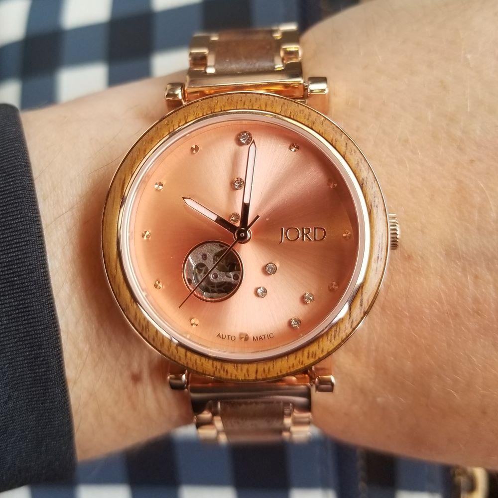 Jord watch plaid background
