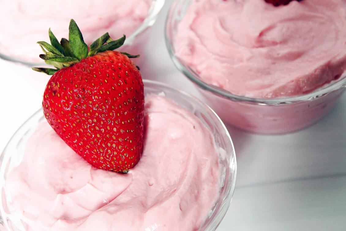 strawberry cloud in 3 dessert cups 1-min