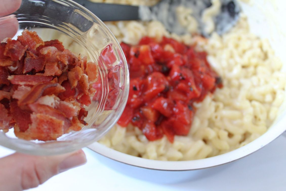 add bacon and tomatoes to noodles and cheese sauce 1