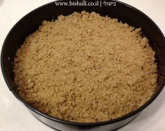 עוגת תמרים עם שטרויזל - הוספת השטויזל