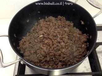 פלפלים ממולאים - טיגון הבשר