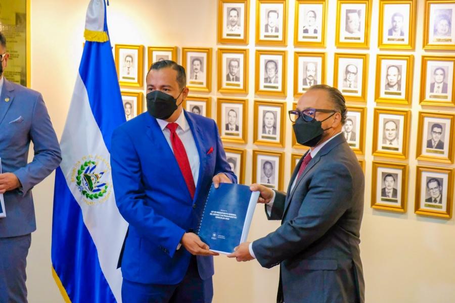 """Salvadoreños tienen derecho a """"saber qué se pretende hacer con el dinero"""" que pagan en impuestos"""