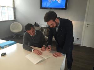 Il momento della costituzione della Oraclize Spa con la firma di Thomas Bertani