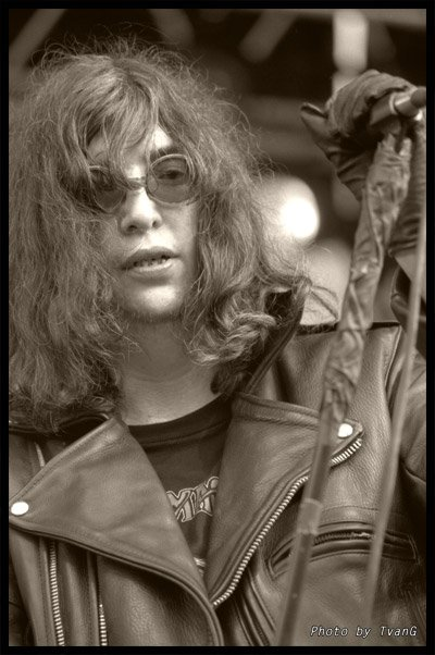 I collect pictures of Joey Ramone without sunglasses or