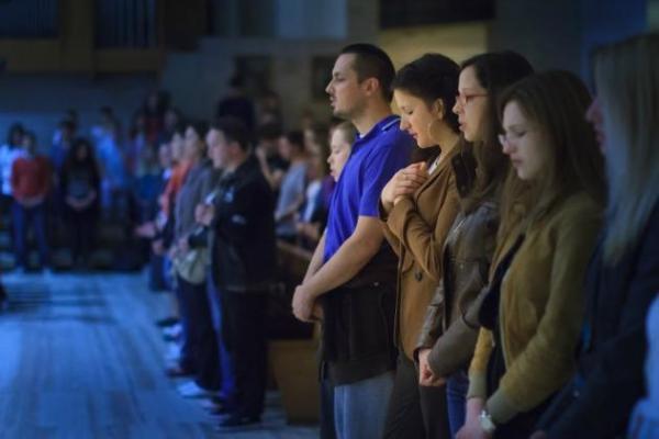 Kako-Crkva-gleda-na-karizmatske-pokrete molitva u jezicima sveta misa