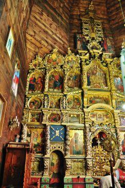 Drvena crkva u Žovkvi podignuta je 1730. godine na mjestu crkve izgorjele u požaru 1717. godine. Crkva ima tri lađe i zidanu sakristiju. Ikonostas sadrži oko 50 ikona koje su oslikali lokalni umjetnici iz škole Ivana Rutkoviča početkom 18. stoljeća.