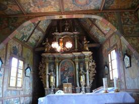 Jedna je od najstarijih i najvrednijih drvenih kapela, podignuta je 1677. g. na mjestu prijašnje kapele, a 1704. g. prenesena je na današnje mjesto. Po konstrukciji i po elementima se potpuno približava rustičnom tipu drvenih kapela. Posebnost je i kovani željezni pijetao na vrhu stožastog tornjića. Interijer ima barokni sklad boja, dominantan je ornamentikom i biljnim ukrasom bogato urešen oltar iz 1725. g. sa slikom Sv. Jurja i likom Majke Božje u medaljonu.