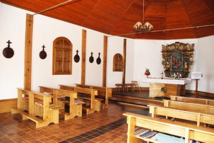 Spominje se 1668. g., srušena je i podignuta nova 1704. g. U 19. st. građena je nova kapela na mjestu stare. Današnja kapela potječe iz 1935. g. Sačuvan je oltar manjih dimenzija pučkog baroknog stila iz 1749. g. s dva kipa i slikom Krunidbe B.D. Marije. Križni put, djelo domaćeg autora Mate Mihinice iz Obrezine, krasi zidove kapele.