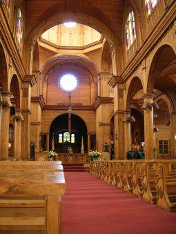 Sagradili su je lokalni majstori od lokalnog drveća (čempres, coigüe, i dr.), dok je unutrašnjost ukrašena uvezenim borom i drveta maslina, dok je krov pokriven galvaniziranim čelikom.