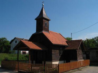 Sagrađena je 1938. g. na mjestu starije kapele. Sačuvan je glavni oltar pučkog historicističkog stila.