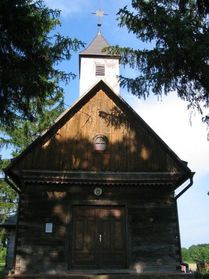 Sagrađena u 18. st., sačuvan inventar iz vremena gradnje: glavni oltar Presvetog Trojstva i dva bočna oltara lijevi Sv. Rok i desni Sv. Florijan.