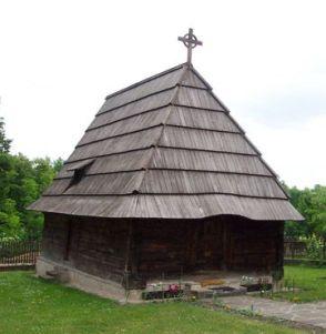 """Crkva brvnara u Gorobilju kod Požege podignuta je 1705. godine i jedna je od najstarijih, ali i najmanjih u Srbiji. Crkva je posvećena Rođenju Sv. Ivana Krstitelja i sigurno je najveća znamenitost u Gorobilju. Nakon seobe Srba pod patrijarhom Arsenijem Crnojevićem 1690. godine, novodoseljeno stanovništvo na ovom prostoru zateklo je pust kraj, bez crkve. Prema predaji, lokalni spahija je dozvolio izgradnju drvene crkve u gustoj šumi gornjeg dijela sela, ali da """"ne bude veća od obora"""". Da bi crkva bila što neupadljivija nije bila izdignuta od zemlje, a vrata su bila vrlo niska. Prema još jednoj predaji ova crkva prvobitno je bila izgrađena u zaseoku Slatina, odakle su je Gorobiljci, kada su saznali da se Turci spremaju da je spale, jedne noći kriomice rasklopili i prenijeli u zaselak Počeča. Crkva je dva puta spaljena, a posljednja obnova izvršena je 1820. godine. Kada je 1832. godine ukinuta zabrana crkvenih zvona u oslobođenoj Srbiji, Gorobiljci su jedno zvono donijeli iz Austrije i postavili ga na zvonik pokraj crkve 1833. godine. Dužina crkve je 9,9 metara, a širina 4,5 metara. Crkva je temeljno obnovljena, prepokrivena šindrom, a pored nje izgrađena je nova drvena zvonara."""