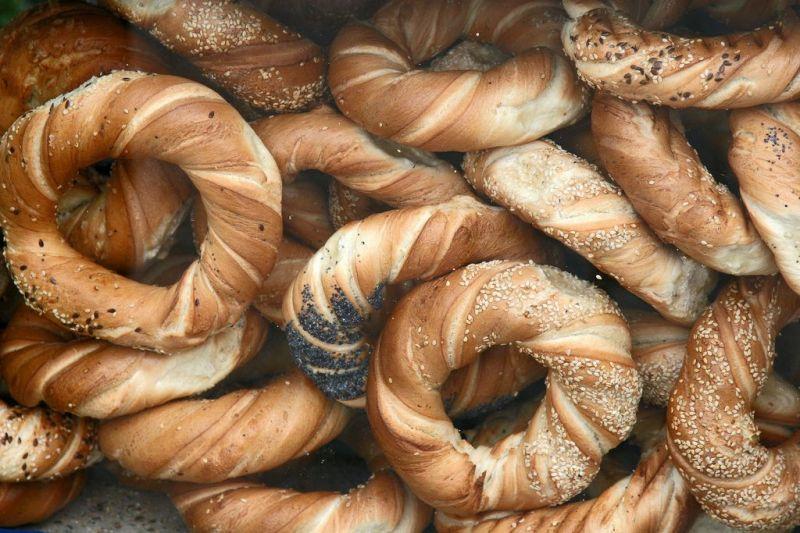 Krakovljanski obwarzanki, peciva s makom i sezamom. | Foto: Flickr.com