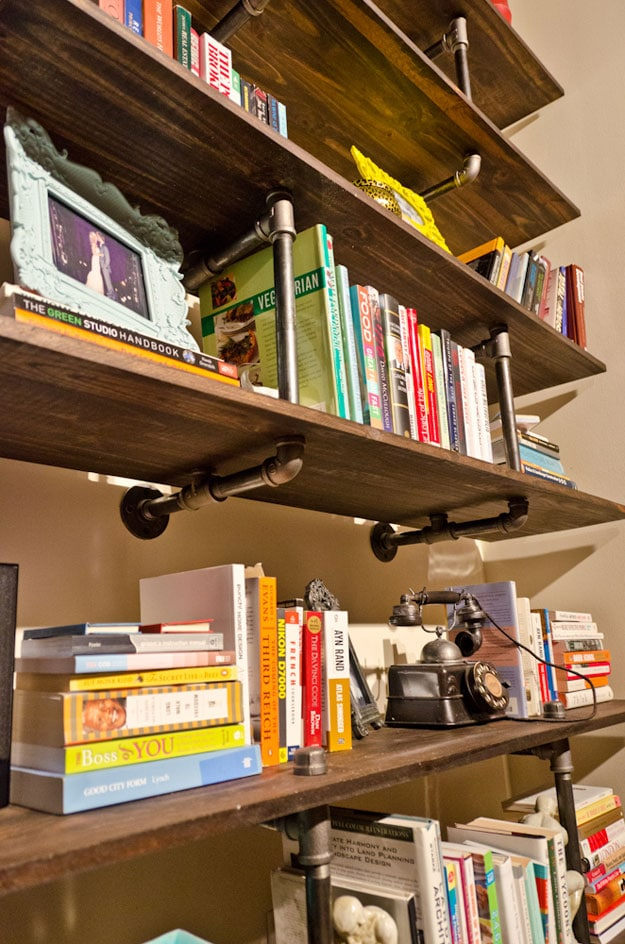 2 Ingenious DIY Bookshelf Designs To Spice Up Your Home